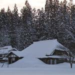 雪の積もった家